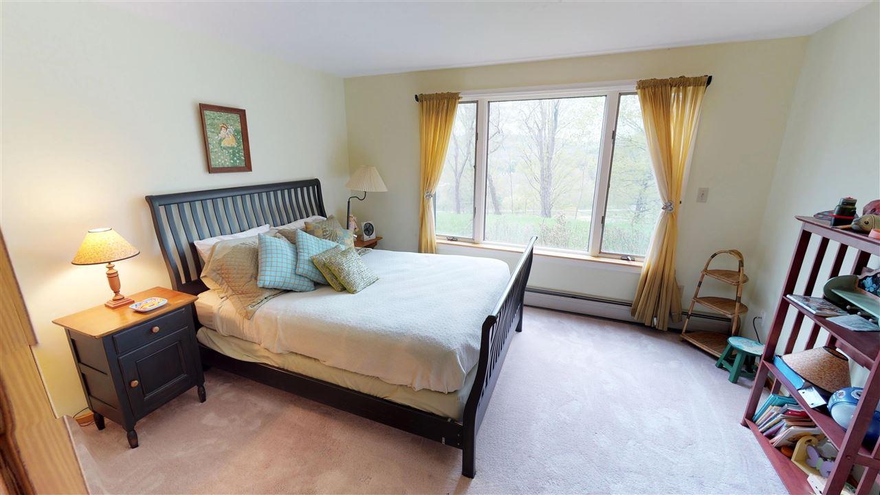 Guest Bedroom 11875348