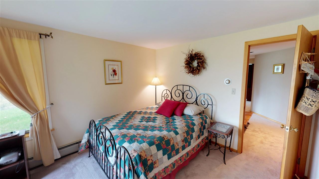 Another guest besroom 11875350