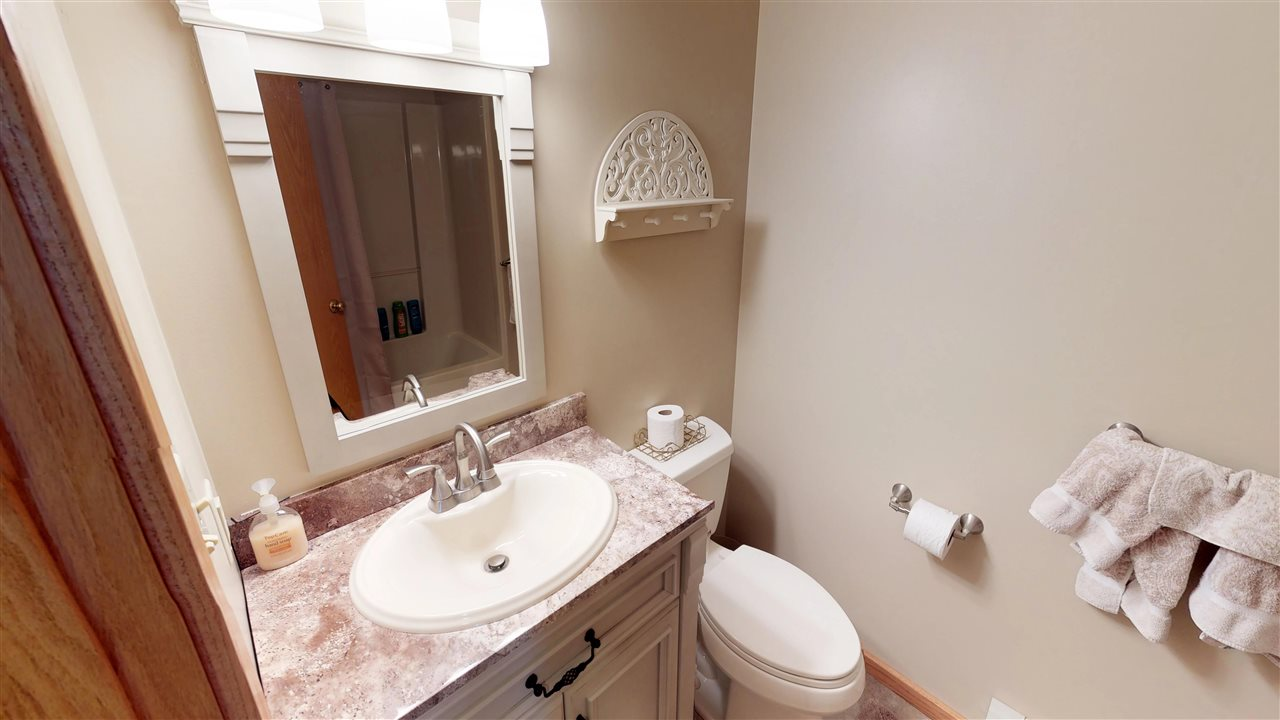 Guest Bathroom 11875353