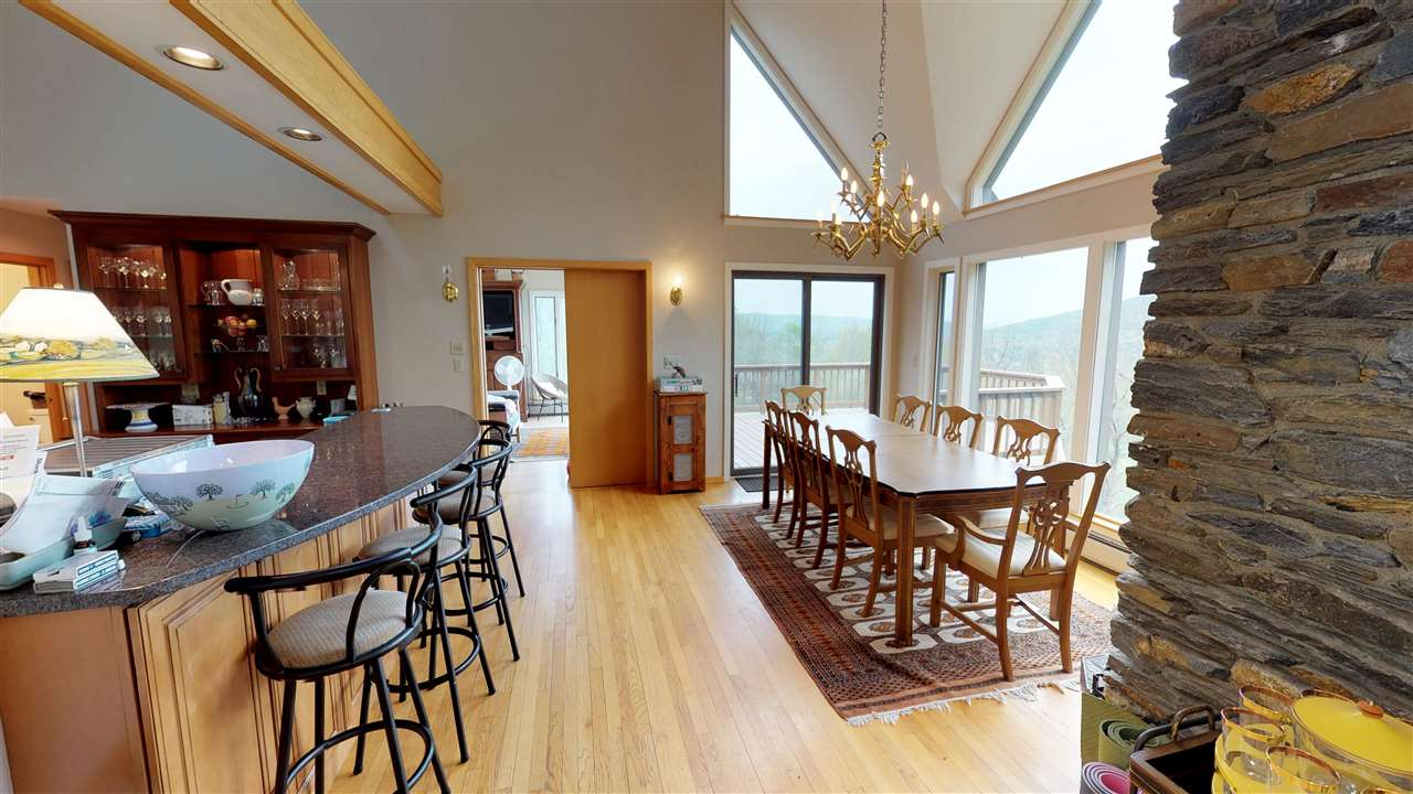Delightful open kitchen and dining 11875332