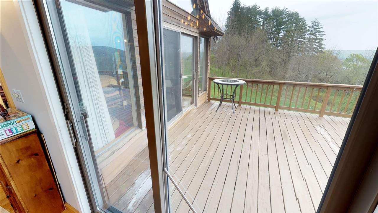 Huge deck off dining and living rooms 11875333