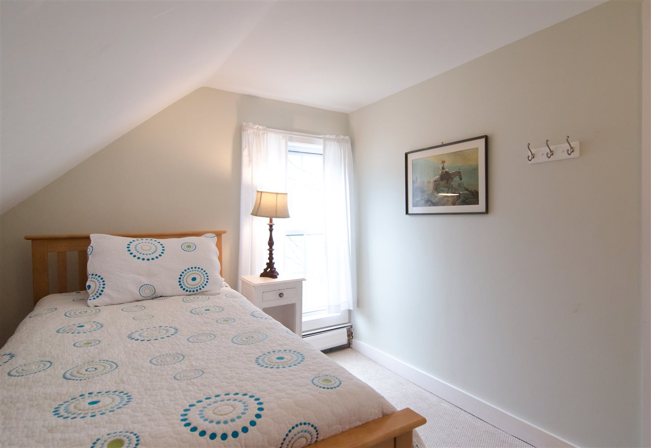 Sweet and cozy fourth bedroom 11825651