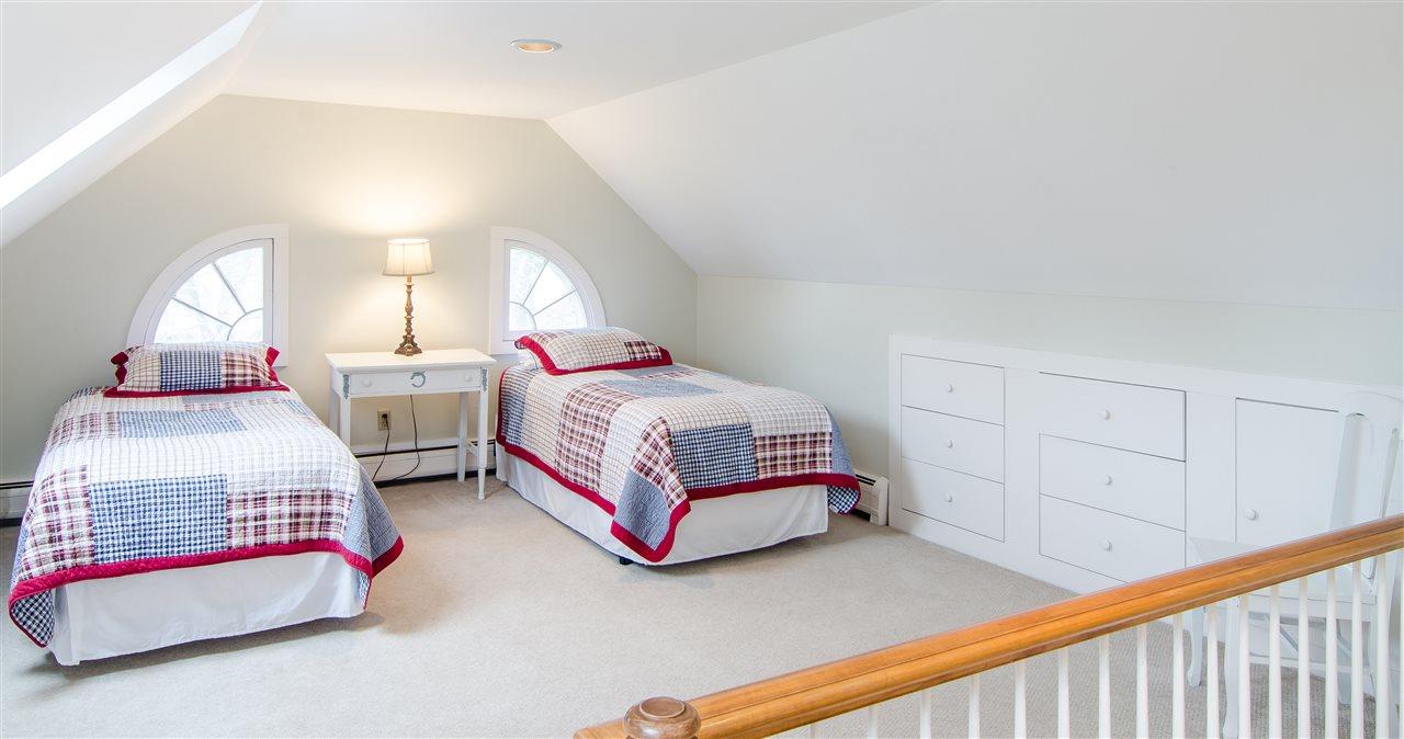 Third floor bedroom with built-ins 11825652