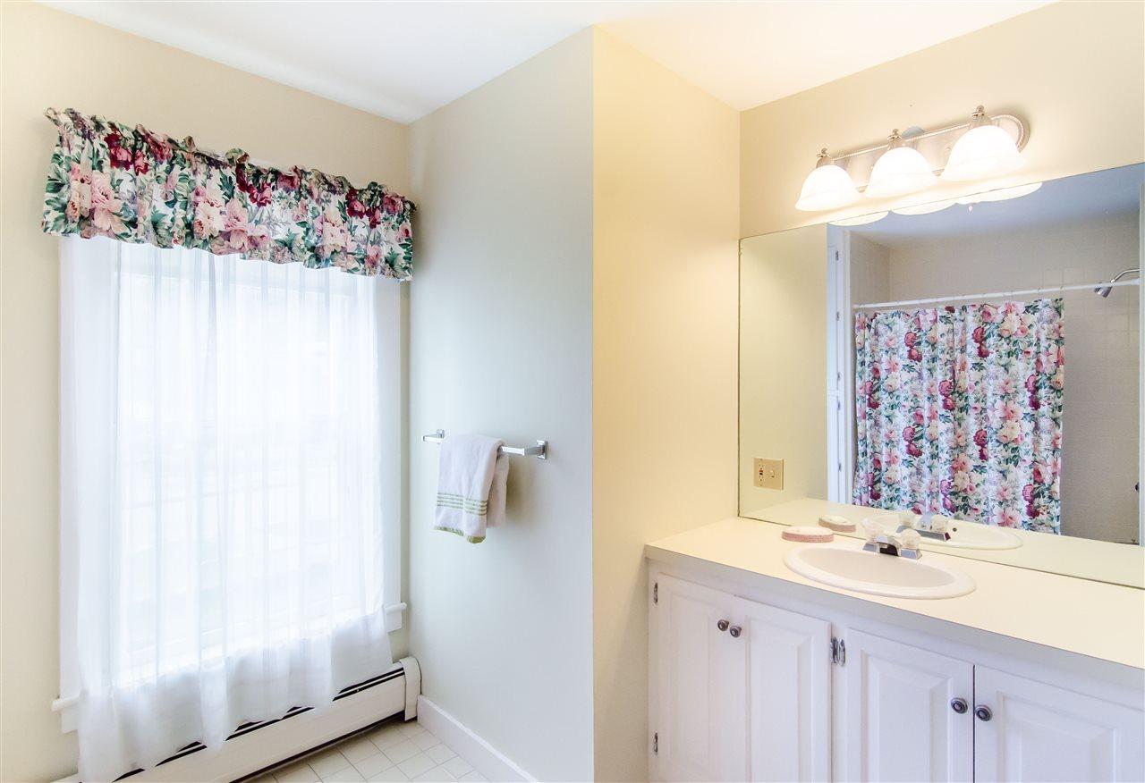 Additional full bath on second floor 11825654