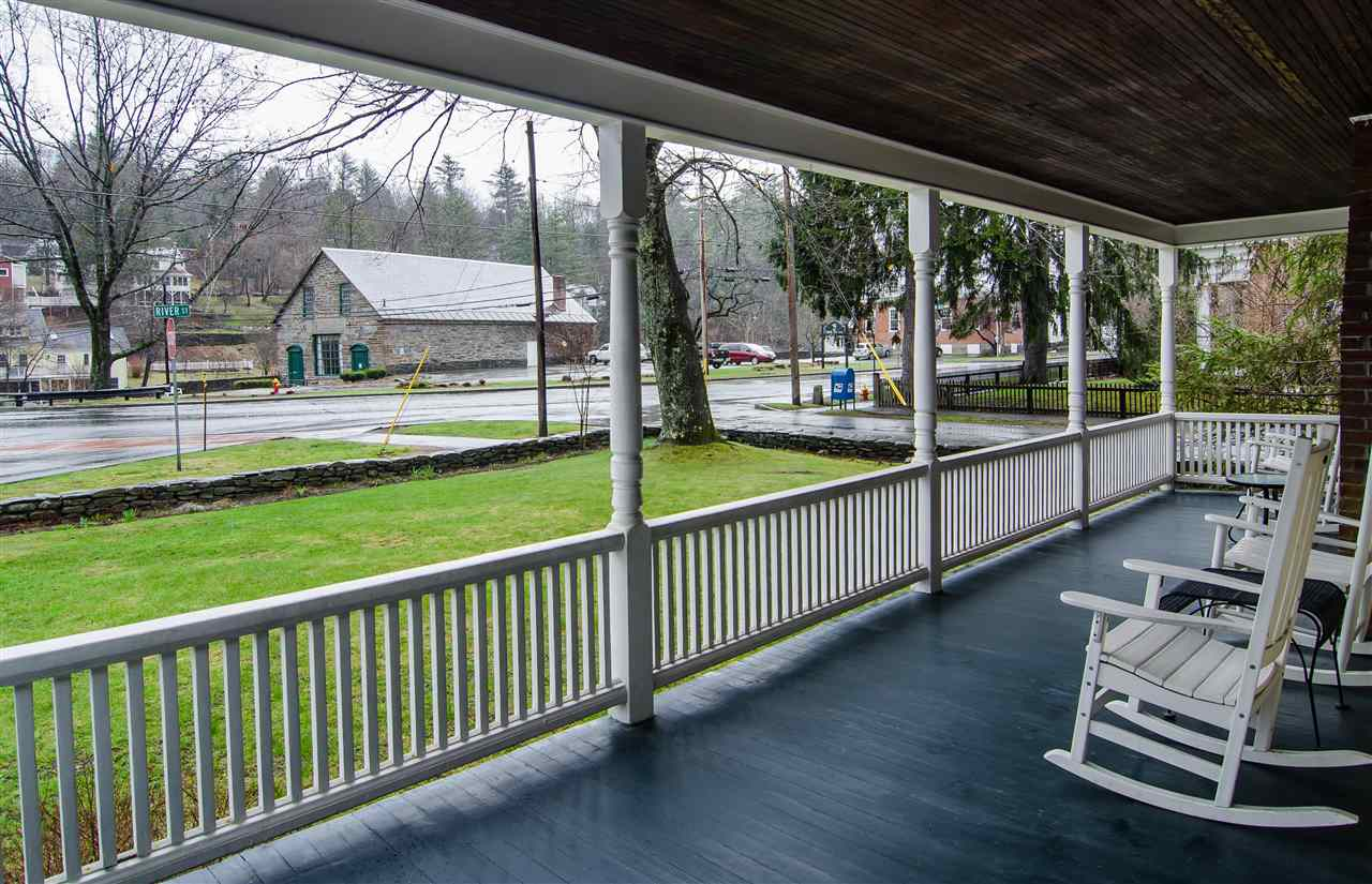 Lovely covered porch -sit and watch the world go by 11825666