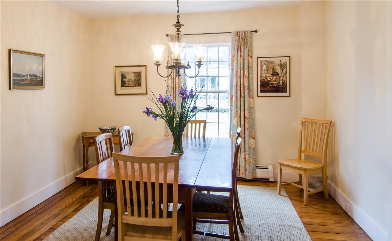 Dining room has built-in china cupboard 11825658