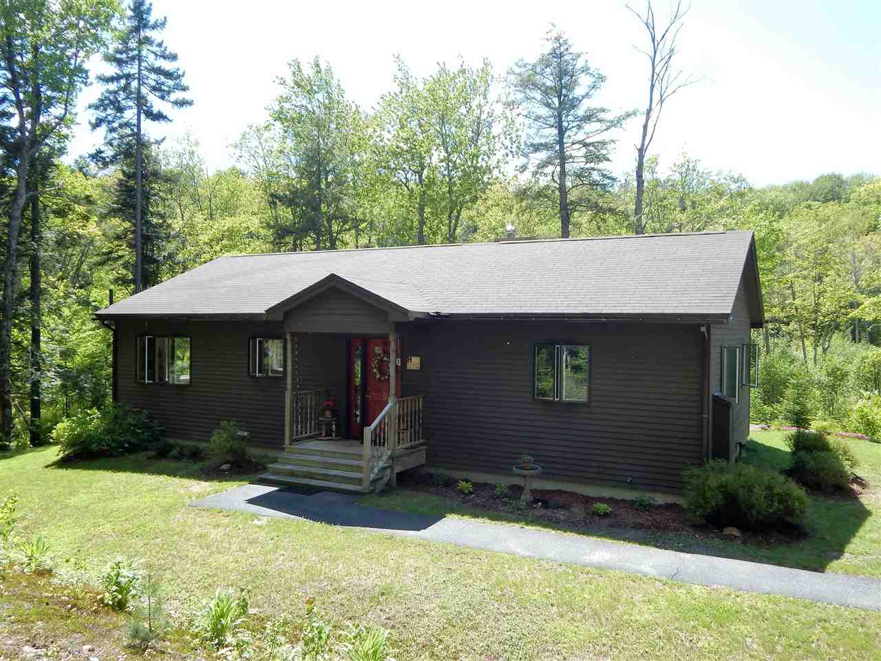 VILLAGE OF EASTMAN IN TOWN OF GRANTHAM NH Home for sale $$254,500 | $163 per sq.ft.
