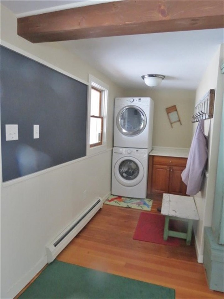 Entry w/ Laundry 12975934