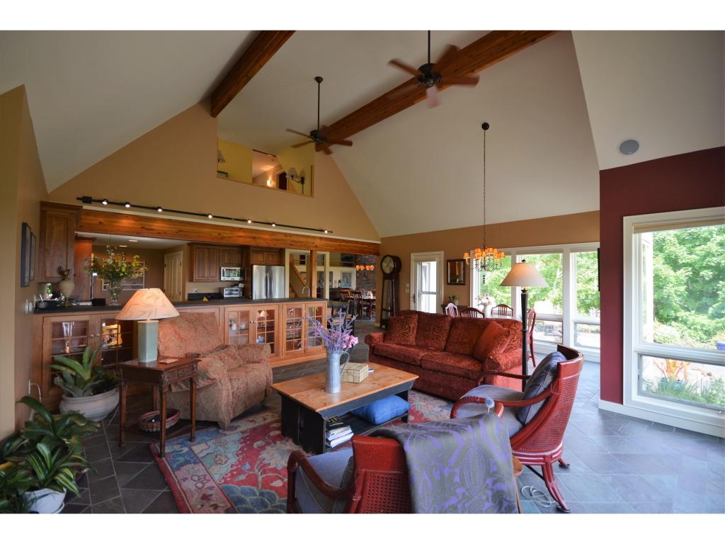 Well Appointed, Spacious 11870500