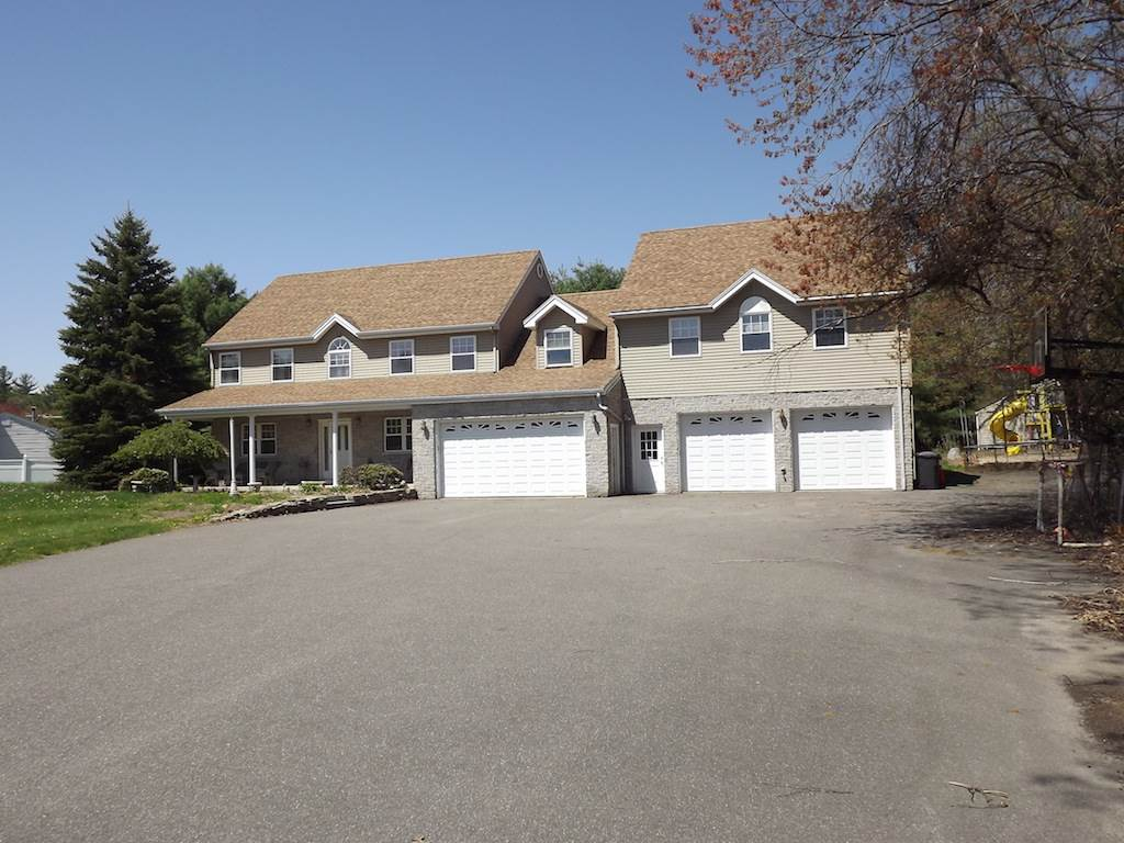 Litchfield NHHome for sale $List Price is $384,900