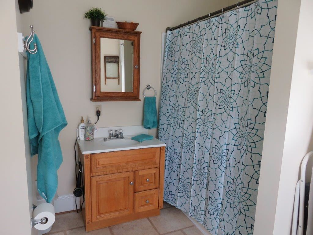 Modern Bath 11869692