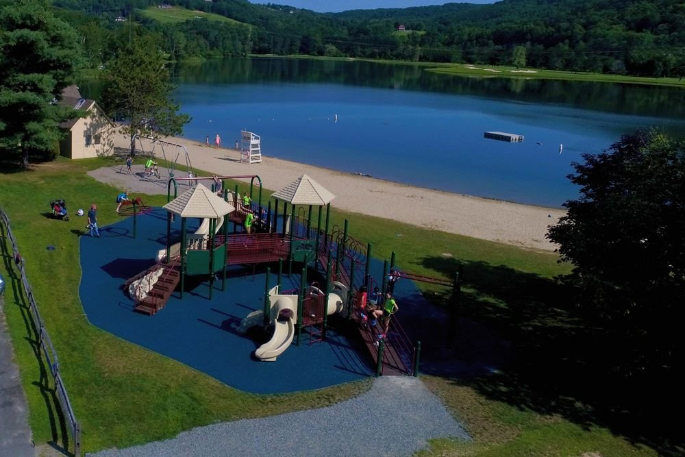Quechee Club - Lake Pinneo and Playground 12000837