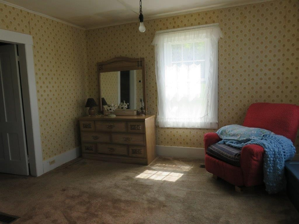 First Floor Bedroom 11896129