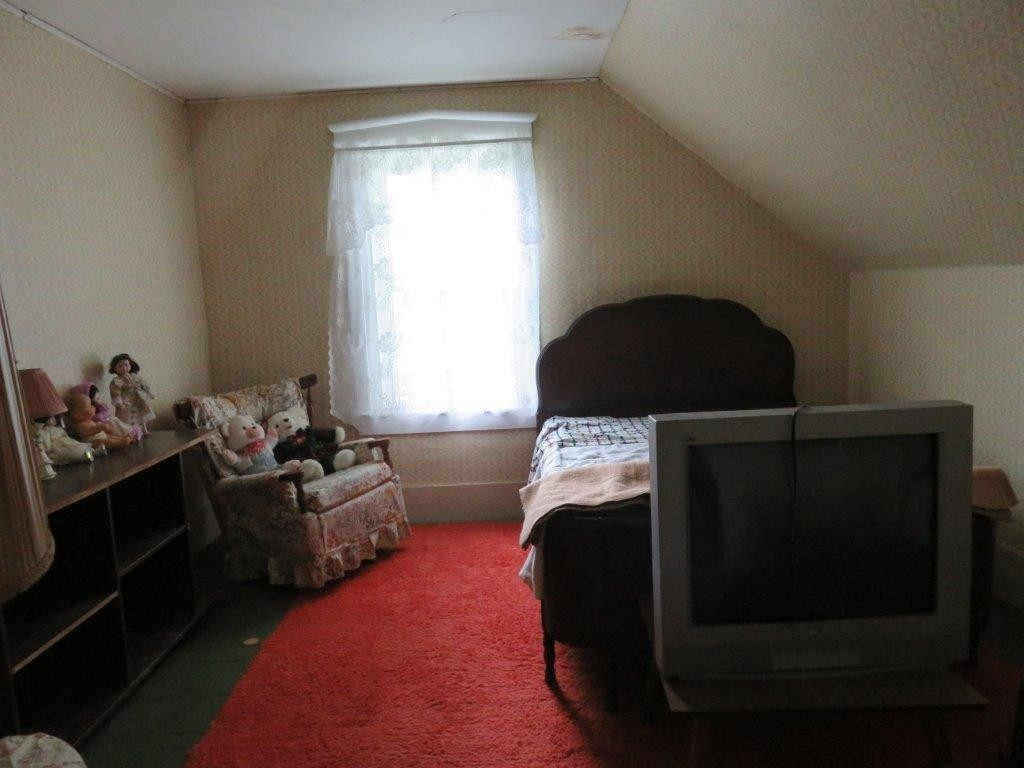 Second Floor Bedroom 11896135