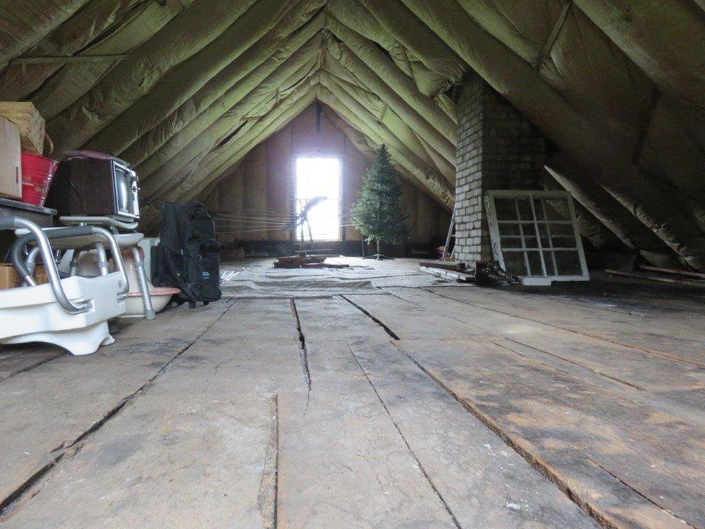 Insulated Attic 11896136