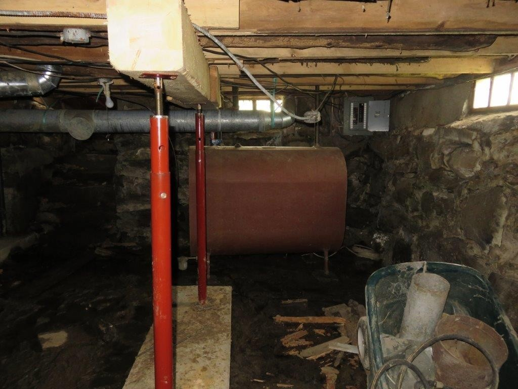 Supports In Basement 11896137