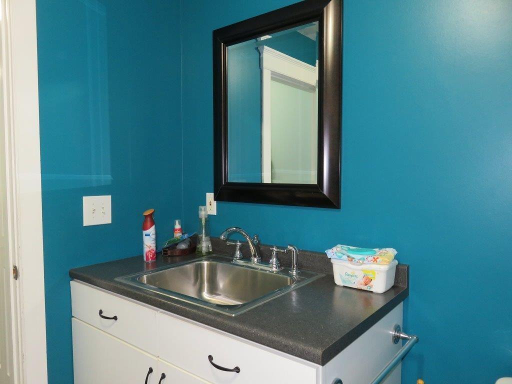 1/2 Bath/laundry 11966276