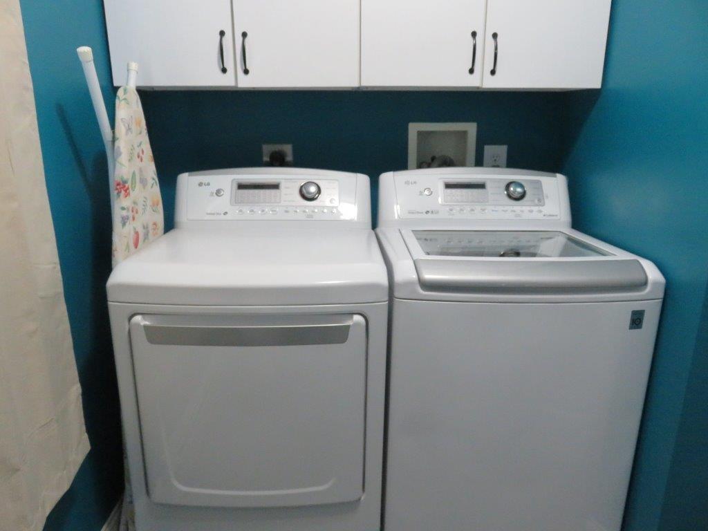 1/2 Bath/laundry 11966277