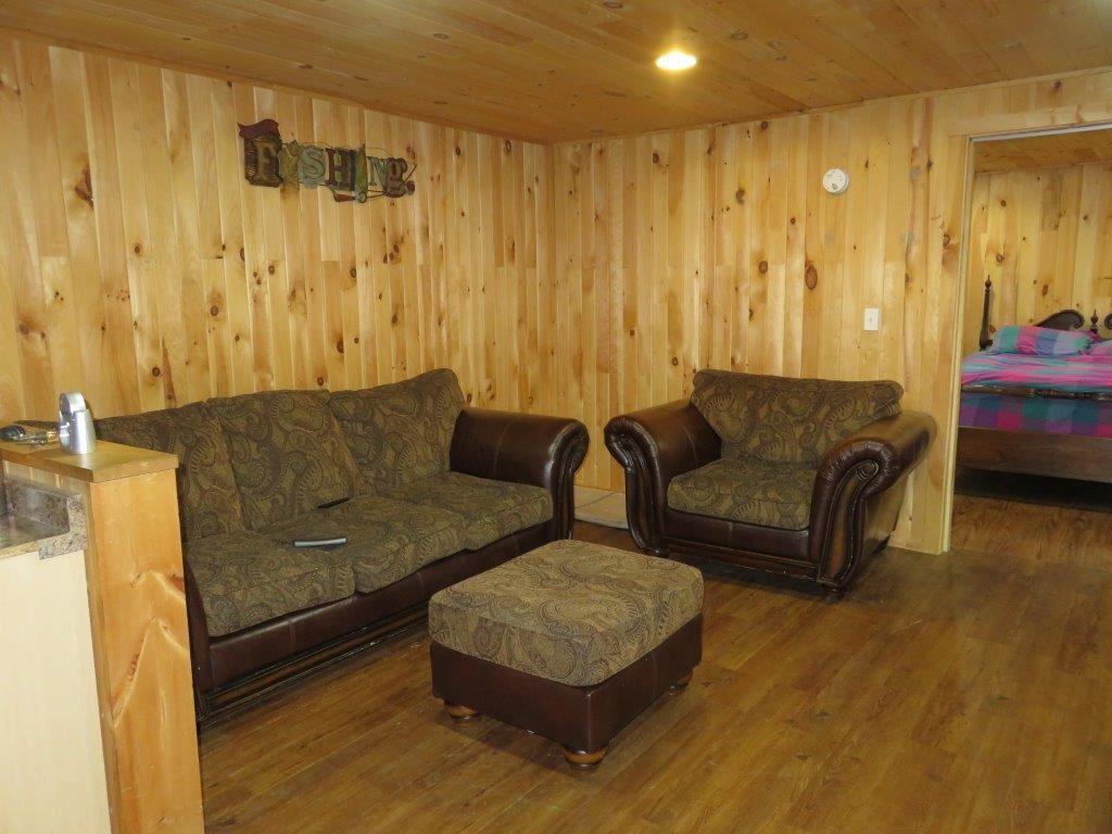 Basement Suite 11966289