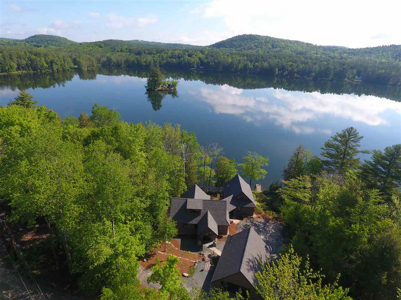 SUNAPEE NH Lake House for sale $$1,195,000 | $486 per sq.ft.