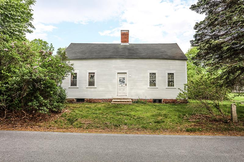 Goffstown NHHome for sale $List Price is $230,000