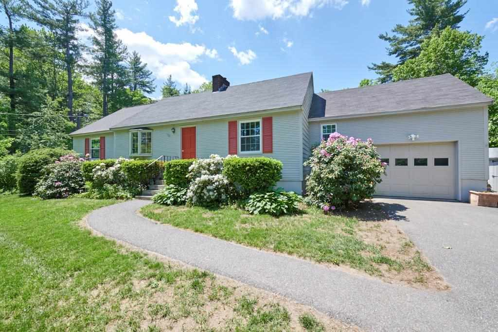 Photo of 103 Gilcreast Road Londonderry NH 03053