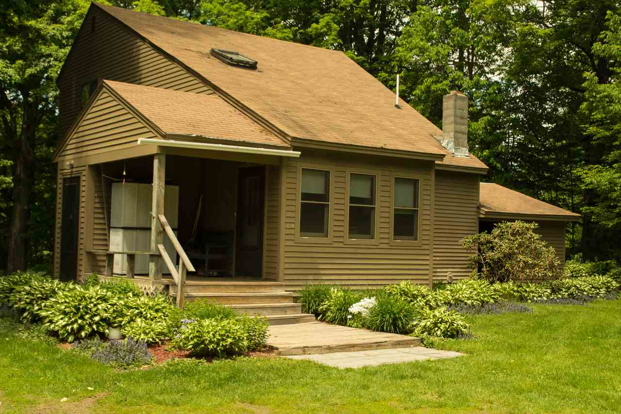 LYME NH Home for sale $$299,000 | $218 per sq.ft.