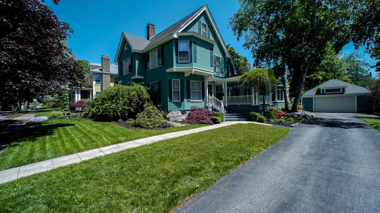 MANCHESTER NH Home for sale $$440,000 | $129 per sq.ft.