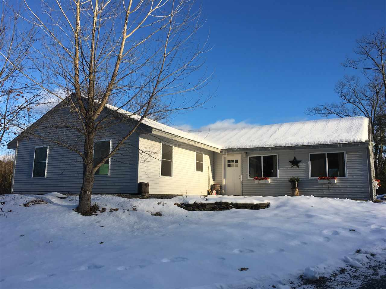 FAIRLEE VT Home for sale $$214,900 | $124 per sq.ft.
