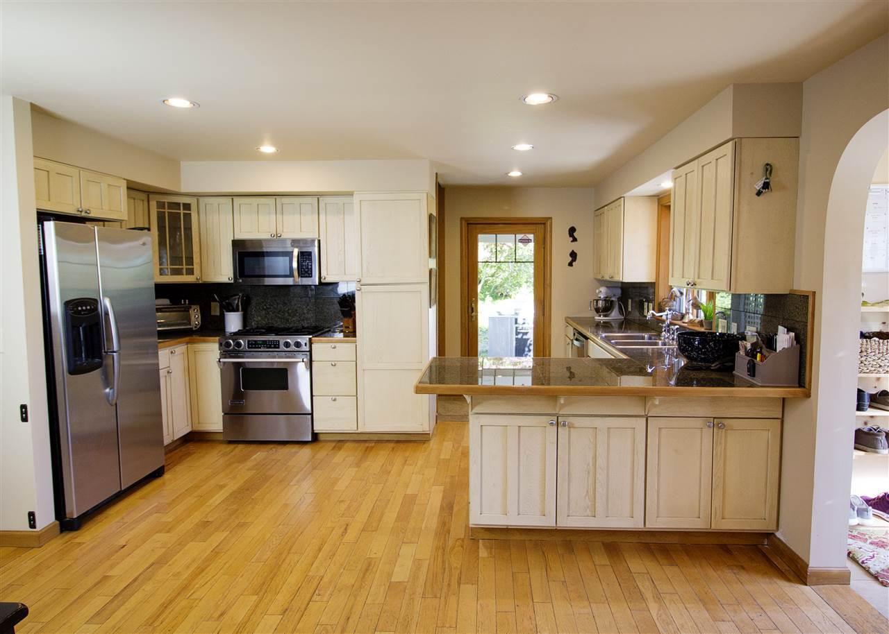 Large Kitchen 12039241