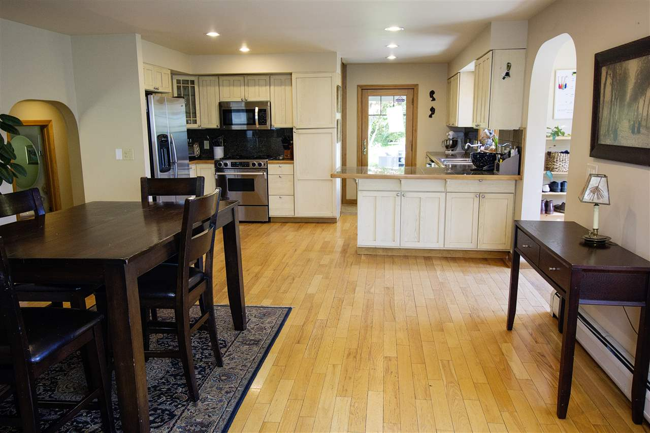 Dining to Kitchen 12039253