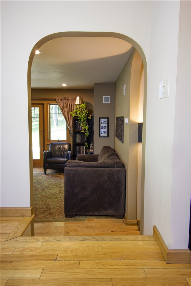 Arch to Living Room 12039382