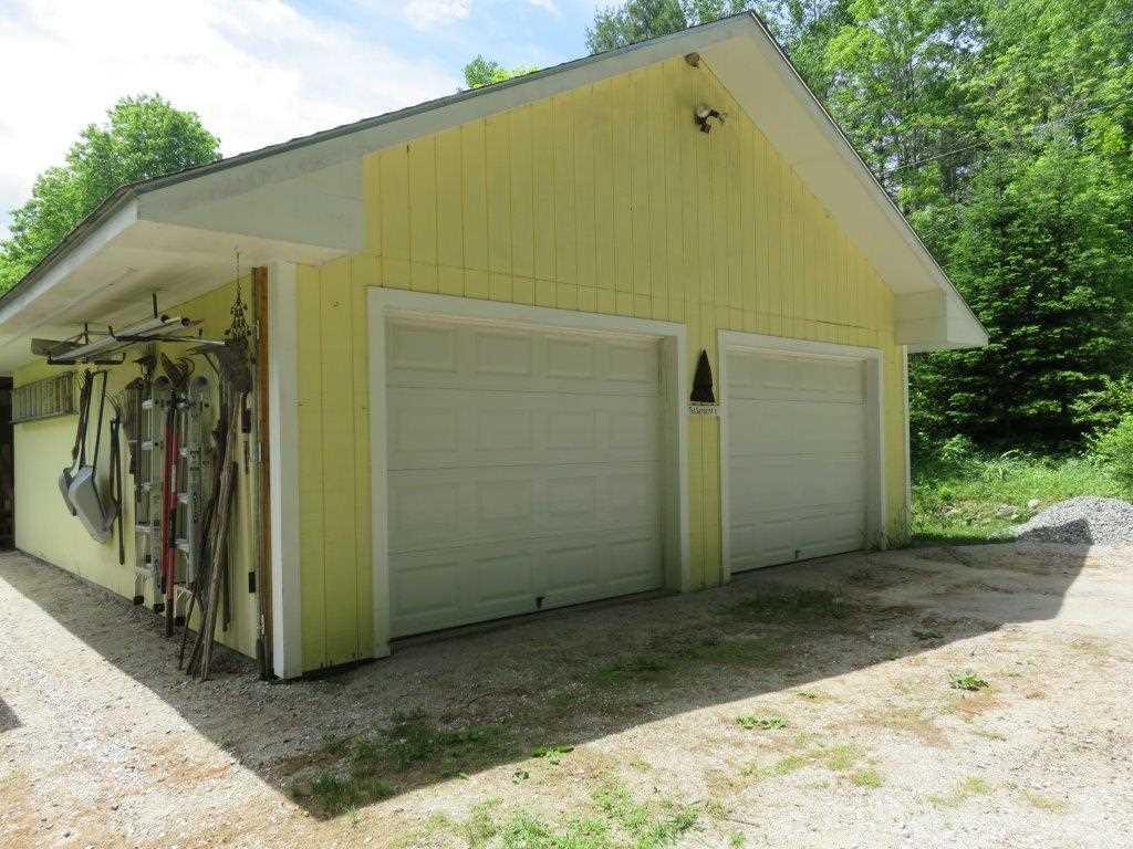 2 Car Garage 12054090