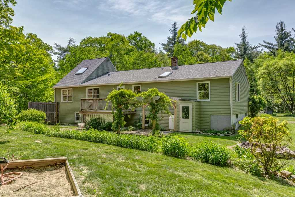 Lyndeborough NHHome for sale $List Price is $259,900