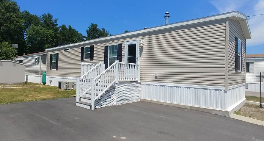 Salem NH Mobile-Manufacured Home for sale $List Price is $125,000