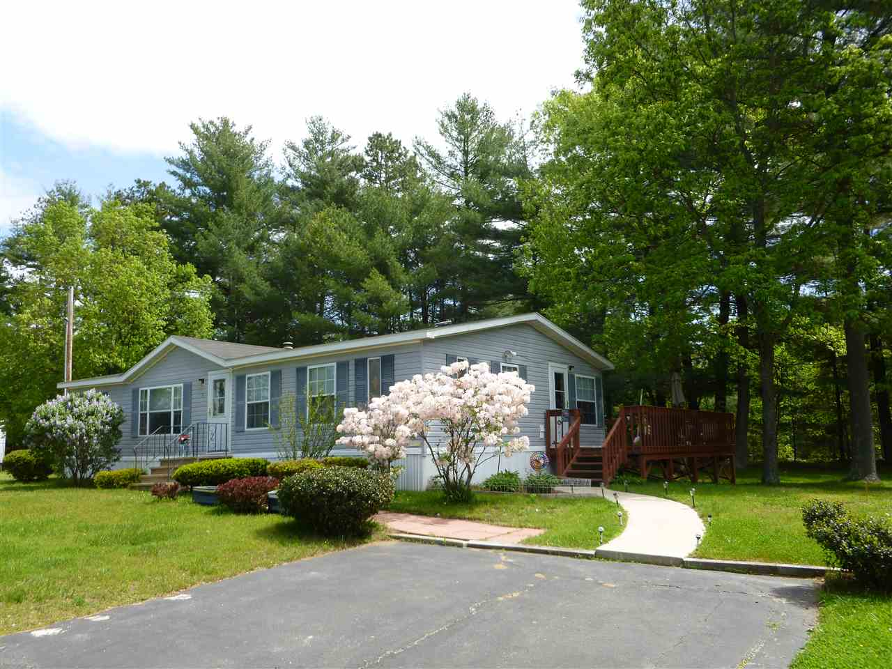 Raymond NH Mobile-Manufacured Home for sale $List Price is $104,900