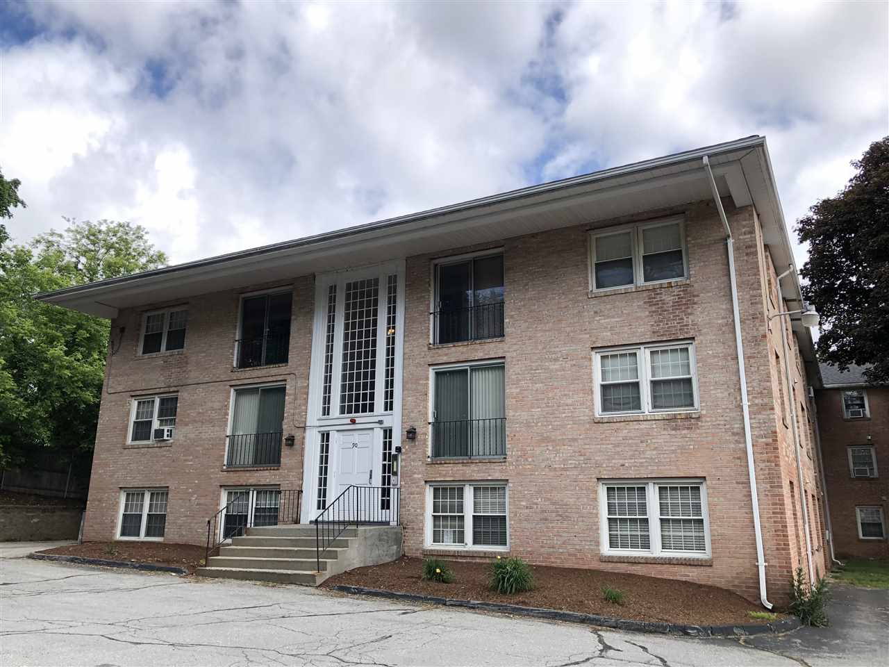 Derry NH Condo for sale $List Price is $103,000
