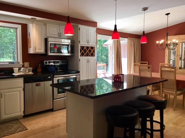 breakfast bar/dining room 12124285