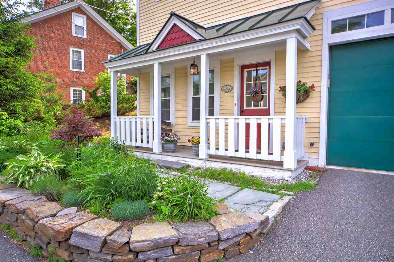 Charming Front Porch! 12148964