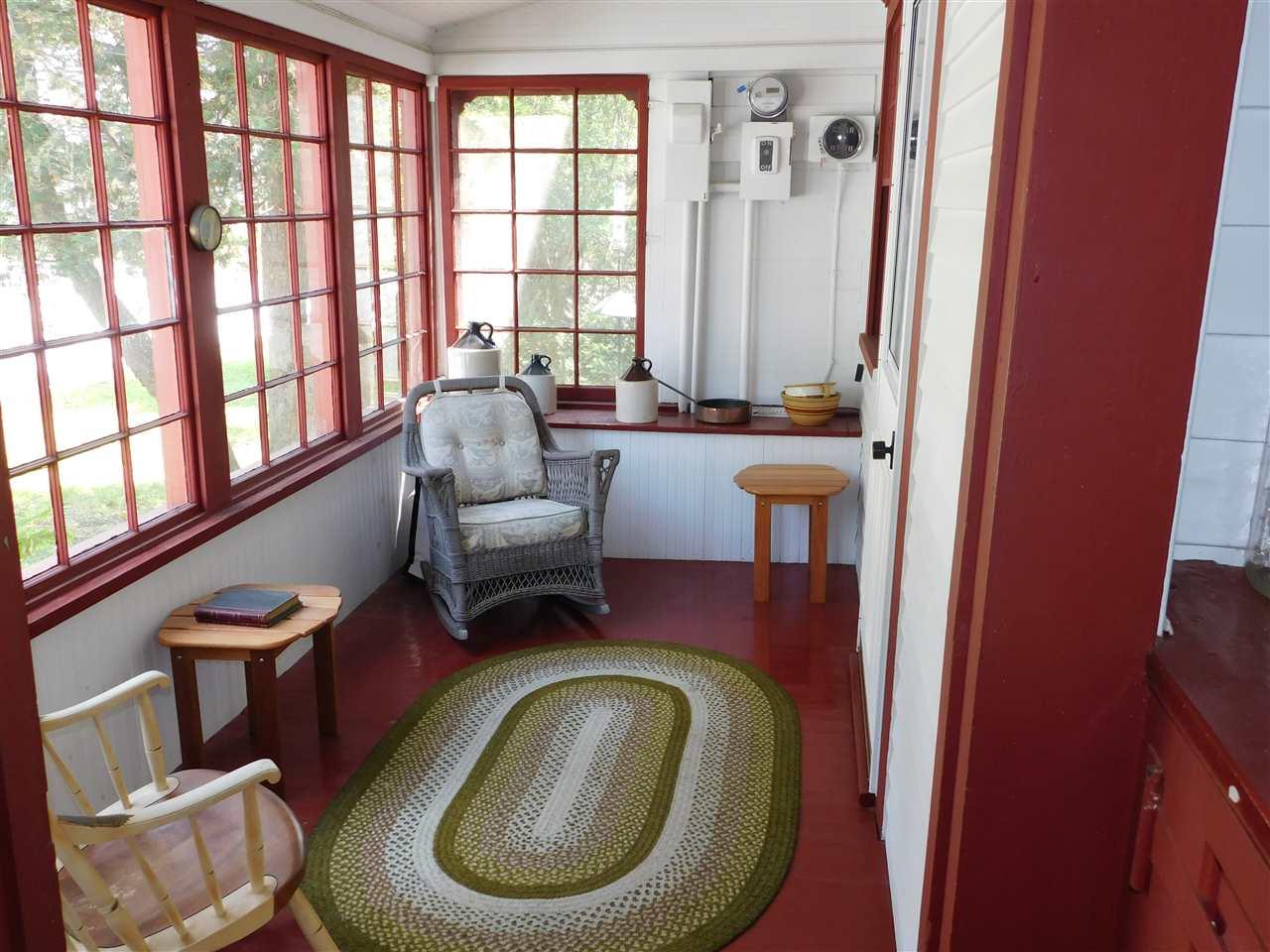 Comfortable Breezeway Entrance (21 x 6) 12114284