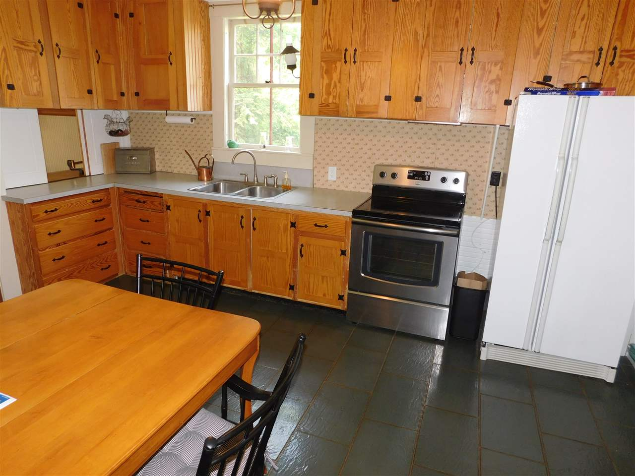 Eat In Kitchen, W/Lovely, Wooden Cabinets! 12114291