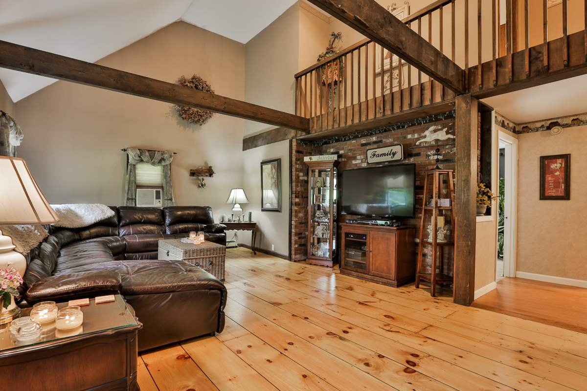 Bedford NHHome for sale $List Price is $299,900