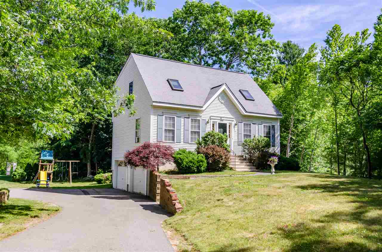 Photo of 33 Drew Woods Drive Derry NH 03038