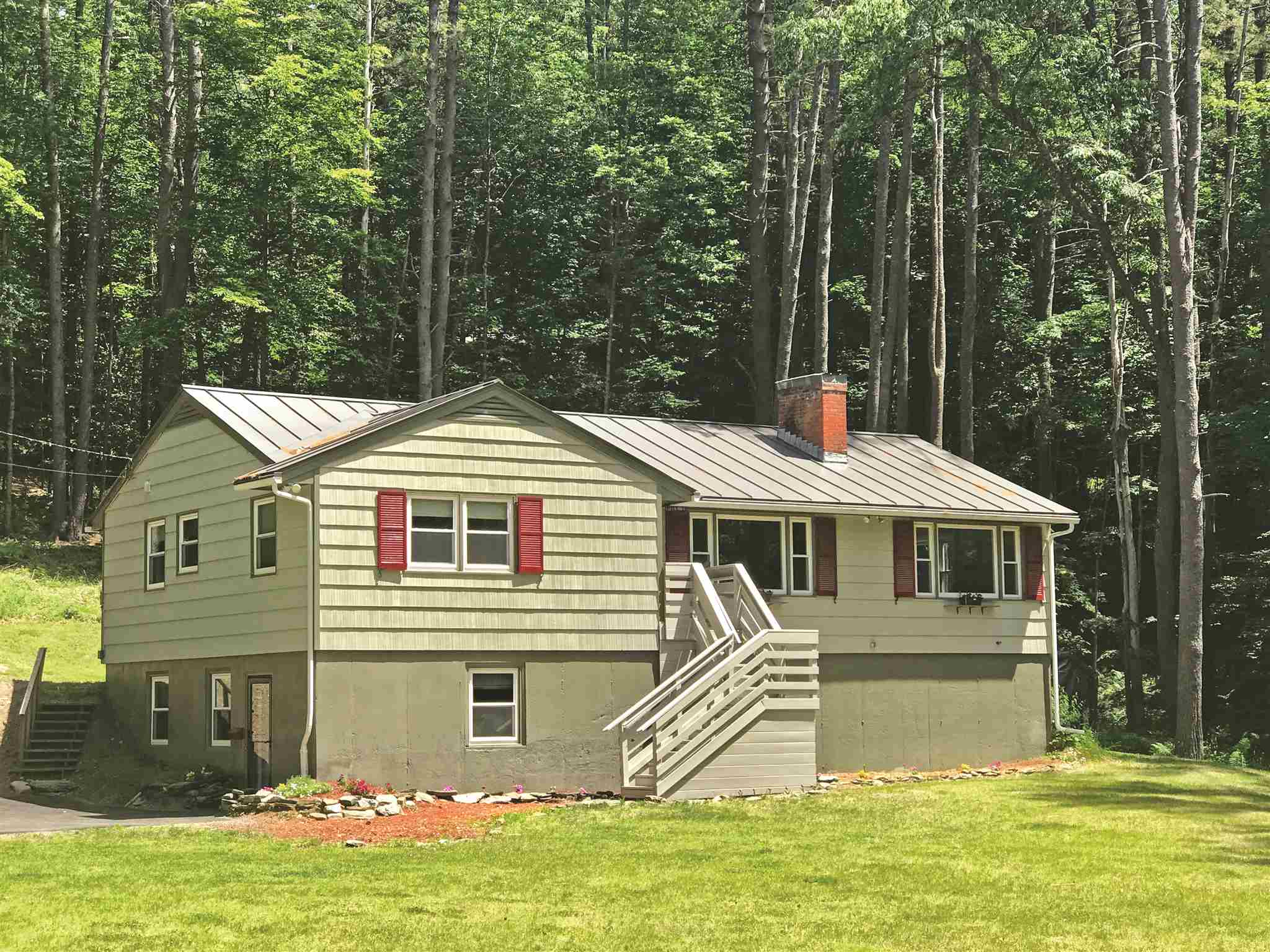 MLS 4702706: 4 Kingsford Road, Hanover NH