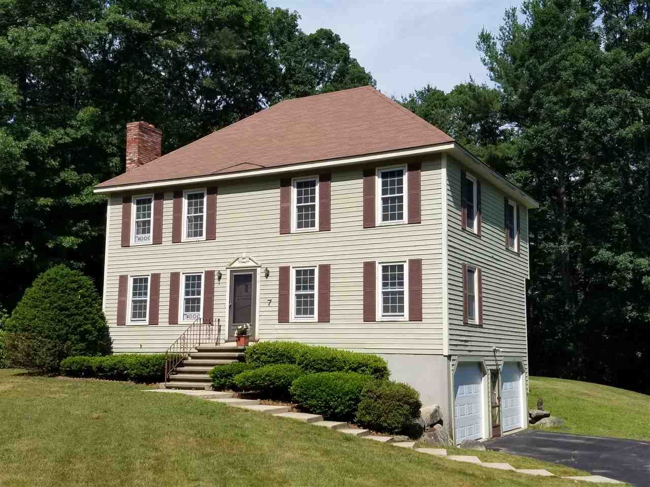 Photo of 7 Spruce Street Londonderry NH 03053