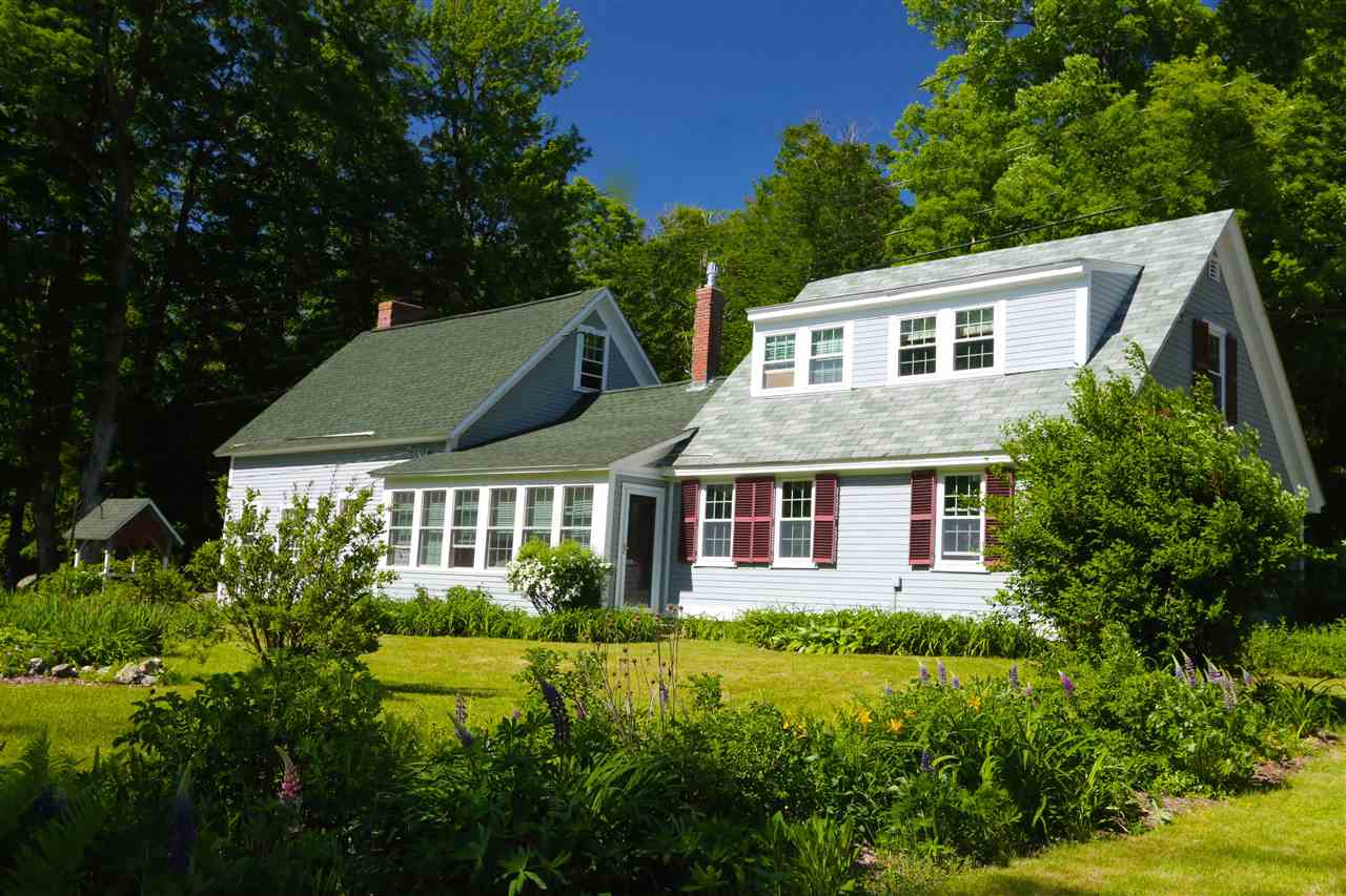 NEW LONDON NH Lake House for sale $$859,000 | $410 per sq.ft.