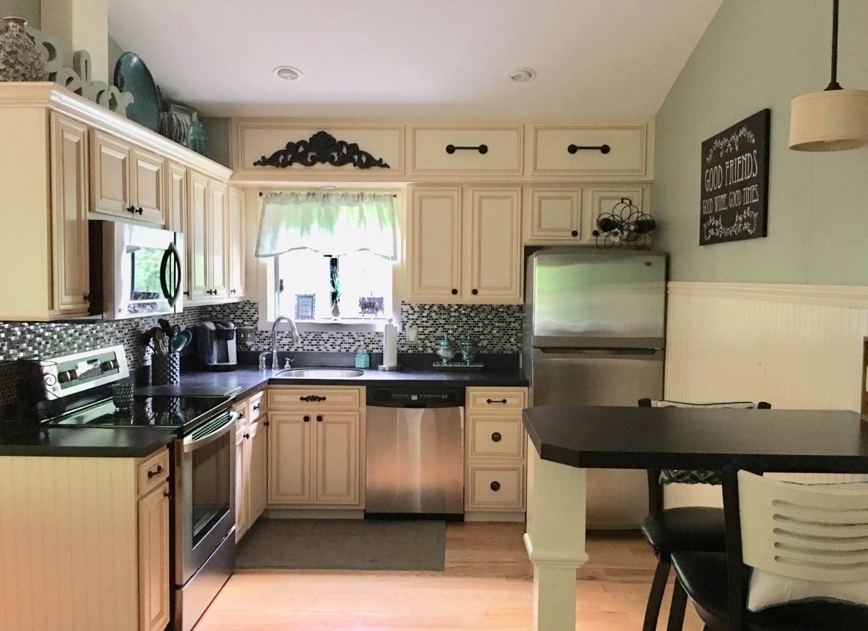 Kitchen w/Island 12240024