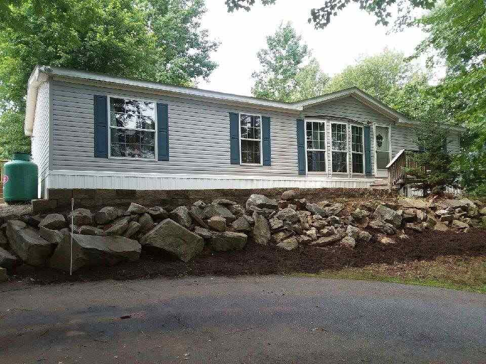 Raymond NH Mobile-Manufacured Home for sale $List Price is $133,000