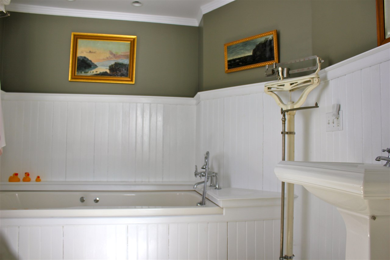 master bath with soaking tub 12242491