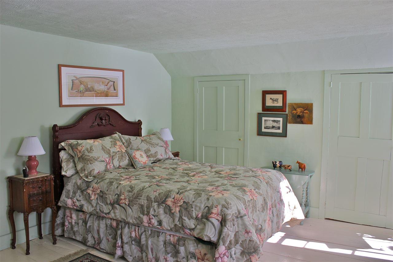 guest bedroom 12242528
